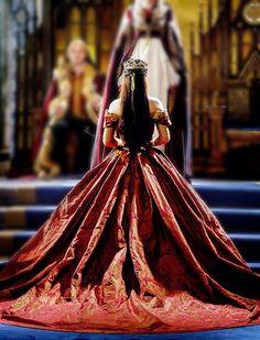 Reign (Adelaide Kane as Mary Queen of Scots) Reign Cast, Reign Tv Show, Queen Aesthetic, Princess Aesthetic, Serie Reign, Adelaine Kane, Marie Stuart, Prince Héritier, Reign Dresses