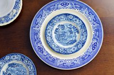 This listing is for 1 Place Setting of mismatched Wedgwood Dishware (2 pieces). You will get 1 dinner plate and 1 smaller plate of our choosing.  These vintage plates make for an elegant brunch theme. There may be some small spots of wear or chips, but all will be in good vintage condition.  Included:  Dinner Plate Bread Plate/side plate/saucer  I can fit multiple sets into a medium flat rate shipping box.