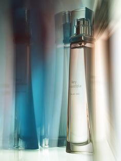 Perfume Very irrésistible (Givenchy) (photo Graeme Montgomery)