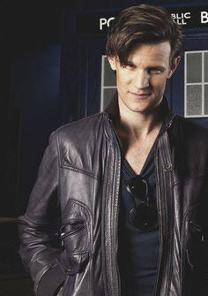 Is that the 9th Doctor's coat?? :D... oh my that's a good look for Matt Smith!!!