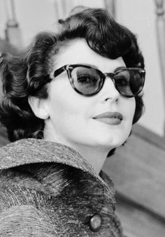 Ava Gardner, 1953 ...sunglasses and hair Love this. Get your sunglasses from www.sunglassesuk.com Image source http://wehadfacesthen.tumblr.com