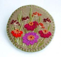 Wool Applique Patterns, Felt Patterns, Felt Applique, Felt Flowers, Fabric Flowers, Felt Bookmark, Felt Christmas Decorations, Wool Embroidery, Felt Brooch