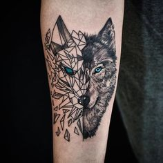 Tatau tattoo studio ( * fotos y videos de Wolf Tattoo Forearm, Wolf Tattoo Sleeve, Sleeve Tattoos, Tattoo Wolf, Wolf Tattoo Design, Tattoo Designs, Body Art Tattoos, New Tattoos, Tattoos For Guys