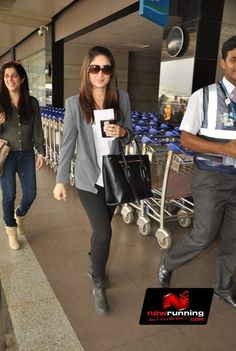 Kareena Kapoor Snapped At The Airport Comfy Airport Outfit, Airport Travel Outfits, Airport Style, Bollywood Outfits, Bollywood Fashion, Bollywood Stars, Western Dresses, Western Outfits, Classy Outfits