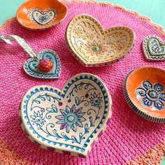 Clay Crafts, Arts And Crafts, Plate Presentation, Hobbies For Kids, Glaze Paint, Clay Bowl, Clay Ornaments, Plate Design, Salt Dough