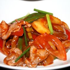 PAD PREAW WAN NUA - BOEUF SAUTES SAUCE AIGRE-DOUCE Bœuf, sautés sauce aigre douce, ananas, concombre, tomate, poivron rouge et vert, oignon    Fried beef with pineeaple, cucumber, tomatoes, onion and sweet red and green pepers