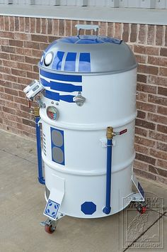 R2D2 BBQ. I love this idea! Might need to make myself one.