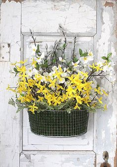 Make this beautiful spring door display in just 3 easy steps. Design by Kansas decorator Courtney Browning of 12th and White: http://www.midwestliving.com/blog/life/make-an-easy-spring-door-decoration/