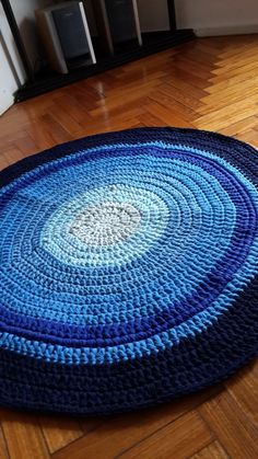 Alfombra Artesanal De Totora-deco Hogar Tejida A Crochet - $ 830,00 en MercadoLibre Braided Rag Rugs, Circle Rug, Fabric Coasters, Old Clothes, Welcome Mats, Diy Crochet, Crochet Projects, Macrame, Quilts