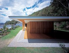 Floating Roof House