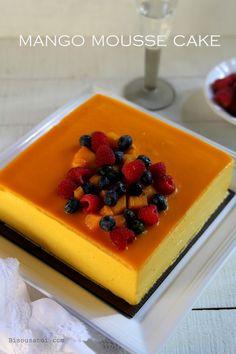 Mango Mousse Cake http://www.bisousatoi.com/2013/05/mango-mousse-cake.html