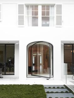 Architecture: Modern Homes With Sash Windows Houses Architecture, Architecture Design, Contemporary Architecture, Interior Exterior, Home Interior, Exterior Design, Modern Exterior, Exterior Doors, Bathroom Interior