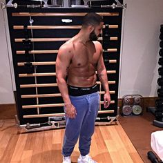 Drake Posted a Picture of His Abs on Instagram