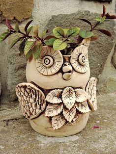 Картинки по запросу keramika inspirace Clay Owl, Clay Birds, Clay Projects, Clay Crafts, Owl Dream Catcher, Vases, Clay Vase, Play Clay, Flower Pots