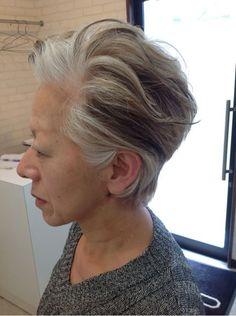 ショートにしたい人必見!】ショートヘアについて知っておいた方が良い事 分け目の無いショートヘアは、白髪が出てきても目立たない。