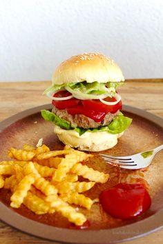 Hamburger mit selbstgemachten Burger-Brötchen – Koch' dir dein Glück