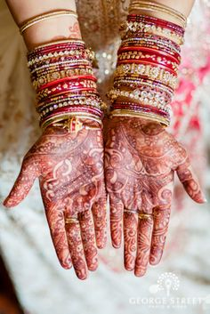 Intricate bridal henna tattoo for an exquisite Hindu wedding ceremony!