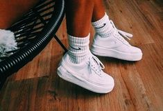 Girl Next Door Fashion. Keys To Finding The Best Sneakers For Women. Are you shopping for the best sneakers for women? Mode Shoes, Sneakers Mode, Nike Sneakers, Sneaker Outfits, Socks Outfit, Looks Style, My Style, Basket Noir, Look Fashion