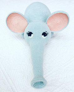 Elefantastiske øjne – Mors Putte Crochet For Kids, Diy Crochet, Crochet Baby, Crochet Designs, Crochet Patterns, Baby Rattle, Chrochet, Crochet Animals, Diy Baby