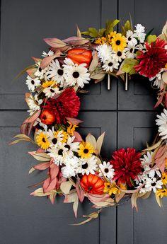 Dollar Store Fall wreath Fall Yarn Wreaths, Diy Fall Wreath, Fall Diy, Dollar Store Crafts, Dollar Stores, Happy Halloween, Fall Wreath Tutorial, Wall Art Crafts, Diy Crafts