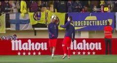 Dwie gwiazdy FC Barcelony rozgrzewają się przed meczem z Villarreal • Neymar i Lionel Messi bawią się piłką w trakcie rozgrzewki >> #fcbarcelona #barcelona #barca #football #soccer #sports #pilkanozna