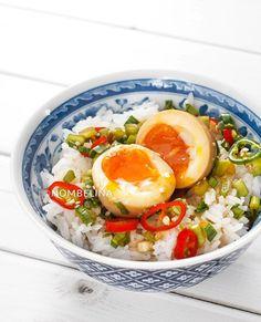 Mayak eggs  Koreaanse gemarineerde eieren Side Dish Recipes, Asian Recipes, Side Dishes, Ethnic Recipes, Korean Dishes, Korean Food, Fish And Chicken, Good Food, Yummy Food