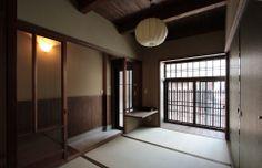 京都の伝統家屋 町家の貸切の宿 明倫こがね庵_玄関と和室 kyoyadoya Japan kyoto machiya inn