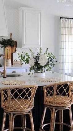 Modern Farmhouse Kitchens, Home Kitchens, Farmhouse Decor, Dark Kitchen Cabinets, Interior Decorating, Interior Design, Home Decor Inspiration, Inspiration Boards, Kitchen Inspiration