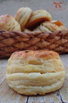 zemiakové pagáče Bakery, Food And Drink, Cooking Recipes, Sweet, Kitchen, Hampers, Candy, Cooking, Chef Recipes