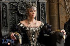 """Charlize Theron en una escena de """"Blancanieves y el cazador"""". Foto LPG/AP"""