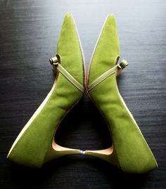 Vintage shoes Olive green suede heels with by bonmarchecouture