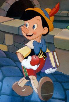 Disney Pinocchio: Pinocchio w/apple and books