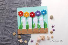 Broches y flores página silencioso está diseñado para niños pequeños para entretener a sus pequeñas manos y su funcionamiento cerebral. Este juguete de niño pequeño es su mejor opción si desea dar un regalo especial que se convertirá en un recuerdo durante años. Este juguete crezca
