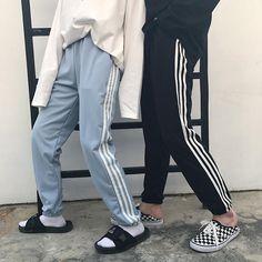 Itgirl shop side triple lines unisex sportish grunge oversized pants Grunge Fashion, Look Fashion, Korean Fashion, Fashion Outfits, Womens Fashion, Aesthetic Fashion, Harajuku Mode, Harajuku Fashion, Soft Grunge