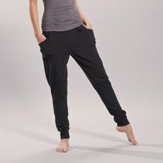 These relax-fit, low-rise pants make a smooth transition from the yoga studio to your hectic life. Their loungey look is cut from our 2nd Skin Pure Heavy, a soft, supportive blend of organic cotton, Tencel TM and elastane. Top them off with a funky sweater and a favorite tank.   • Two front pockets   • Ribbed waistband and cuffs   • Reflective logo   • Inseam: 32 in./81 cm