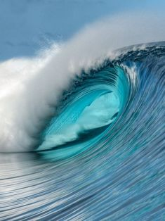 Empty Teahupoo wave, probably one of favorite waves and I would LOVE to surf it! No Wave, Ocean Pictures, Surfing Pictures, Ocean Pics, Water Waves, Sea Waves, Sea And Ocean, Ocean Beach, Beautiful Ocean