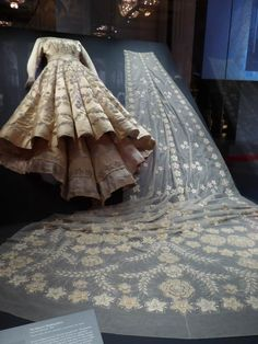 Fashioning a Reign: 90 Years of Style from the Queen's Wardrobe - Magnificent Exhibition at Buckingham Palace 56 Elizabeth Ii, Queen Elizabeth Wedding, Princess Elizabeth, Royal Princess, Royal Wedding Gowns, Royal Weddings, Wedding Dresses, Windsor, Norman Hartnell