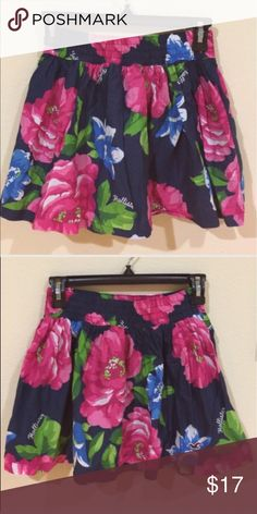 Hollister blue flowered skirt Gently worn , size S , mini skirt , stretchy waist , super cute on , 🌟REASONABLE OFFeRS ACCEPTED🌟 👍🏼BUnDLE AND SAVE👍🏼 Hollister Skirts