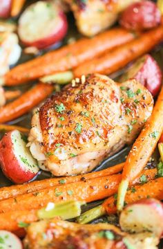 Low FODMAP All-in-one roast chicken & veg 8 baby new potatoes, halved 2 tsp olive oil 2 carrots, sliced 1 zucchini, sliced 2 sticks celery, sliced 1 tsp each chopped thyme and rosemary, plus a sprig or two 2 small skinless chicken breasts 150ml low FODMAP vegetable stock