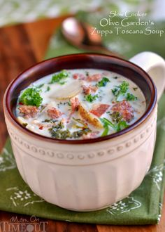 Slow Cooker Olive Garden Zuppa Toscana - Hubby loves this soup that Olive Garden made. Now that we can't eat at Olive Garden I should try and make it. Crock Pot Soup, Crock Pot Slow Cooker, Crock Pot Cooking, Slow Cooker Recipes, Soup Recipes, Cooking Recipes, Copycat Recipes, Recipies, Zuppa Toscana Suppe