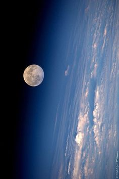 Full Moon from the International Space Station. Credit: NASA/Jeff Williams ☣ Sector 8 ☣ Sigue nos⏺ Wallpaper Earth, Planets Wallpaper, Galaxy Wallpaper, Cosmos, Space Photography, Moon Photography, Hubble Space, Space And Astronomy, Astronomy Facts