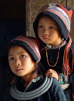 A lovely pair of wide-eyed Vietnamese tots  (Photography credit: Bao Thach Nguyen)
