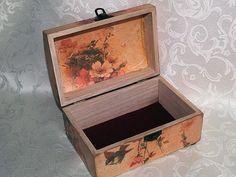 Decoupage jewelry box mini commode Romance di HandmadeDecoupage