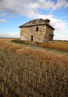 Abandoned stone house in scenic Saskatchewan Stock Photo