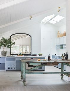 SCOTT SHRADER Outdoor Rooms, Outdoor Living, Outdoor Ideas, Barn Pool, Pool House Decor, Kitchen Dining, Dining Table, California Living, Modern Farmhouse