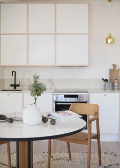 Diy Kitchen Decor, Kitchen Dining, Dining Room, Helsinki, Japanese Interior, Beautiful Kitchens, Boho Decor, Home Kitchens, Office Desk