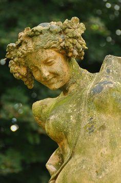 statue in a French garden - I love the smile on her face. Garden Urns, Garden Statues, Garden Sculptures, My Secret Garden, Parcs, Garden Ornaments, Dream Garden, Yard Art, Garden Inspiration