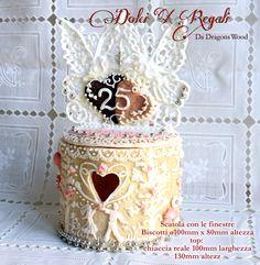 Regalo di nozze d'argento, scatole biscotti fatto da biscotti e ghiaccia reale. Silver anniversary gift, cookie box made of cookies and royal icing work.