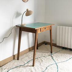 Bureau vintage, table d'appoint bois et Formica, TAWARA -en vogue- Armoire, Corner Desk, Vogue, Table, Furniture, Home Decor, Vintage Office, Chart, Home Decoration