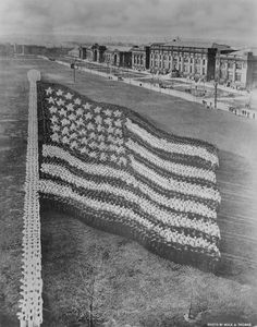 STRANGE MILITARY FORMATIONS - 1916 HUMAN FLAG FORMED BY 10,000 CADETS AT GREAT LAKES TRAINING STATION